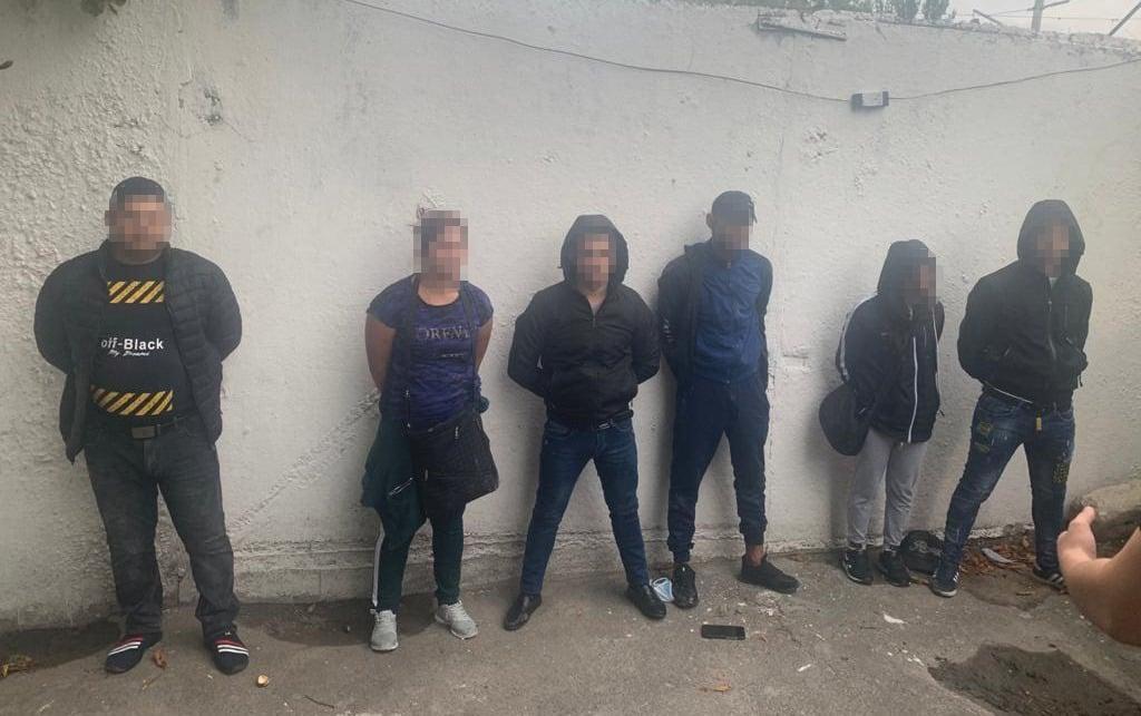 У Києві затримали злодіїв, які намагалися підкупити поліцейського (ФОТО)