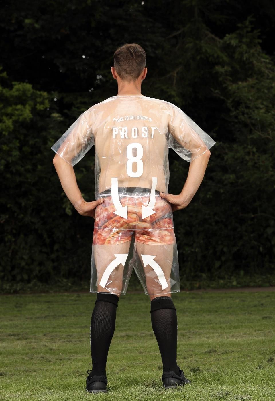 В Англії футбольний клуб Бідейл презентував першу в історії прозору форму (ФОТО)