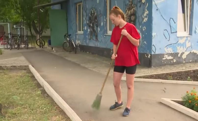 Легально, із записом у трудовій: де влітку заробляють українські підлітки