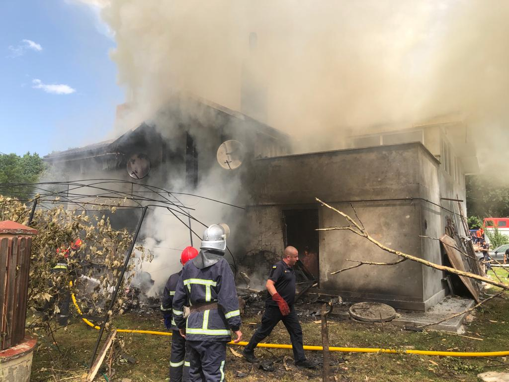Авіакатастрофа на Прикарпатті: перші фото та подробиці