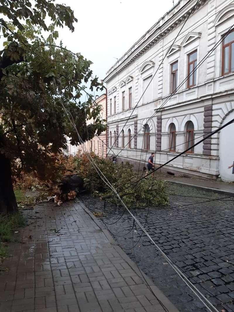 Зруйновані дороги та будинки – наслідки негоди в Чернівцях