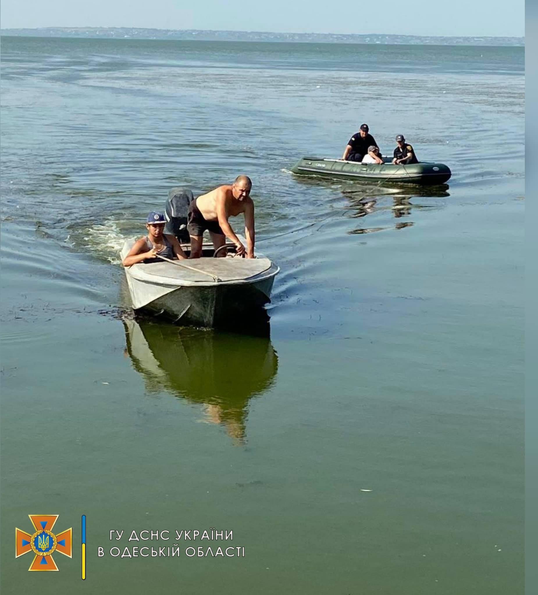 На Дністровському лимані підлітка віднесло на матраці на кілометр від берега (ФОТО)