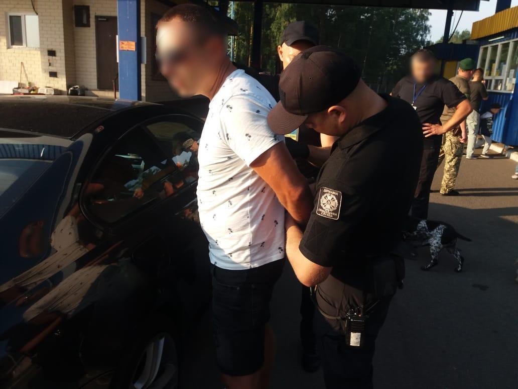 Був у розшуку Інтерполу: українські прикордонники затримали білоруса