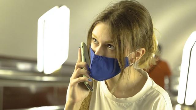 У Київському метрополітені влаштували акцію на підтримку боротьби з раком легень