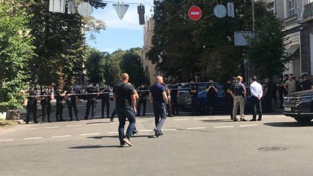 Захоплення Кабміну: чоловіка з гранатою затримали