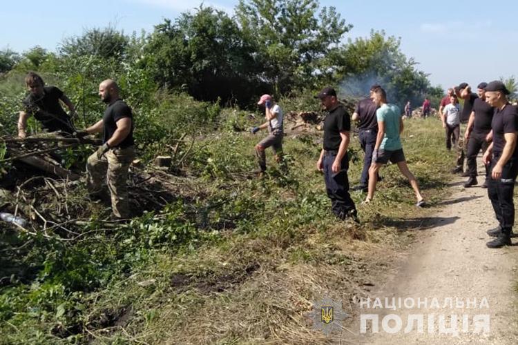 Друзі закопали у смітті: на Тернопільщині знайшли останки підлітка, який зник 17 років тому