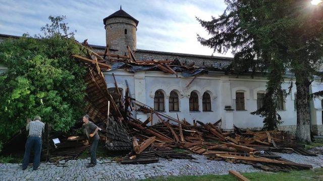Ураган зачепив фортецю: Кам'янець-Подільський пережив негоду