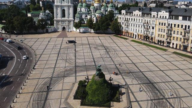 Дрифт на Софійській площі: учасників рекламної зйомки можуть посадити на чотири роки