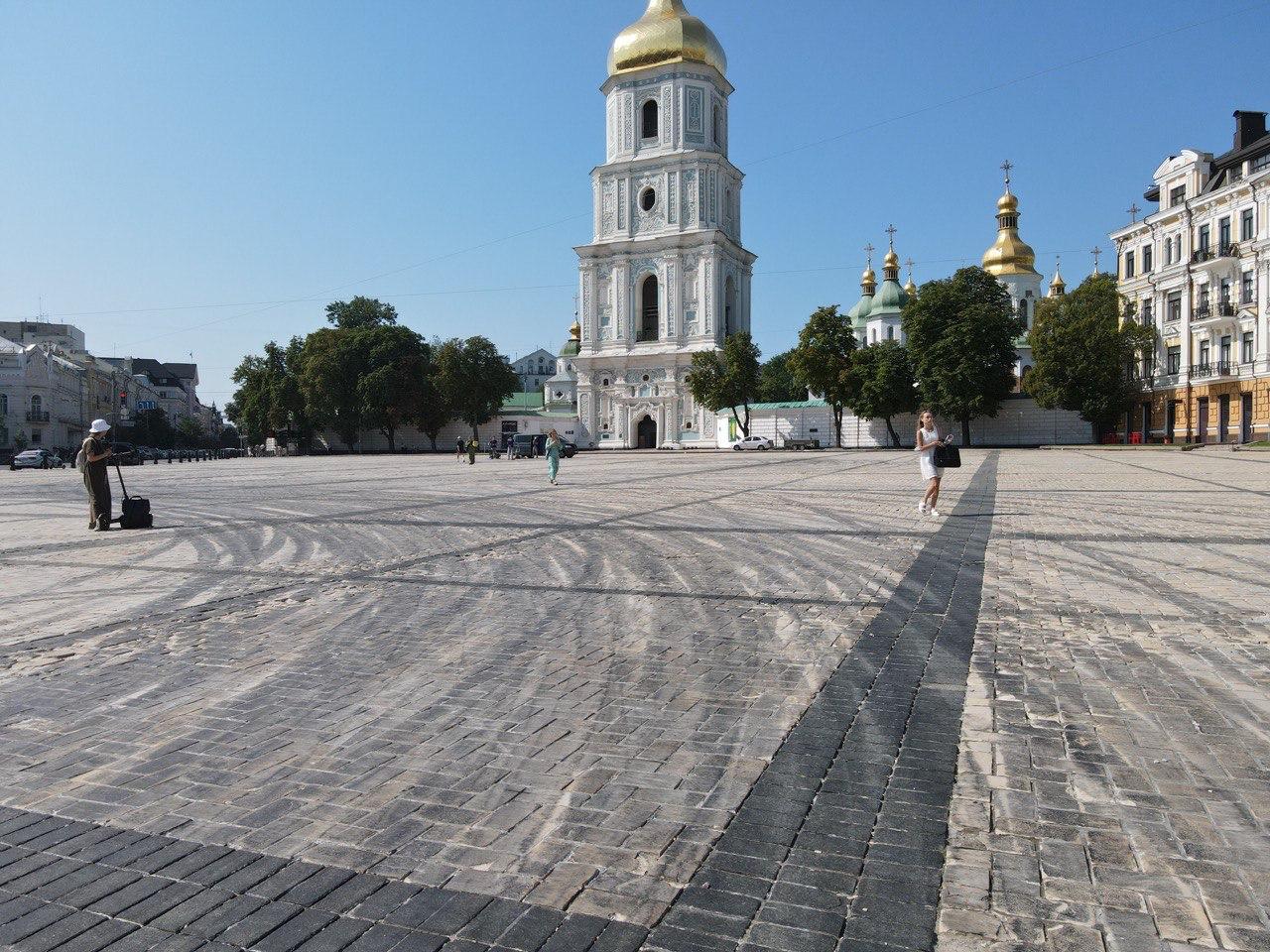 Дрифт на Софійській площі: хто відповість за зіпсовану бруківку