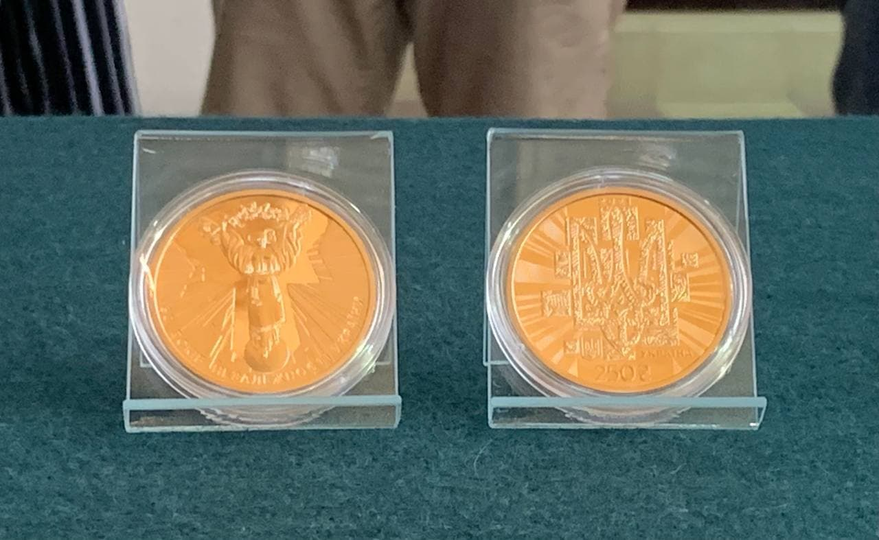 З вишивкою і лелеками: Нацбанк випустив пам'ятні монети до 30-річчя Незалежності