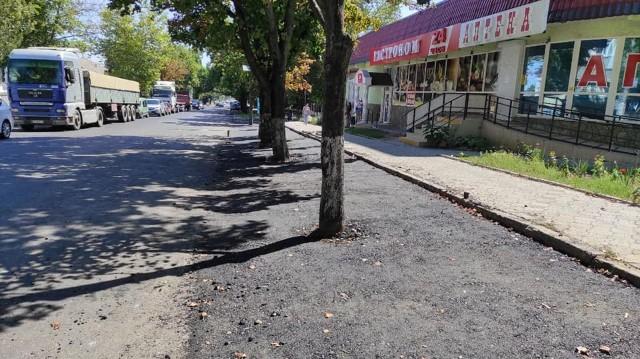 Заасфальтовані дерева в Миколаєві