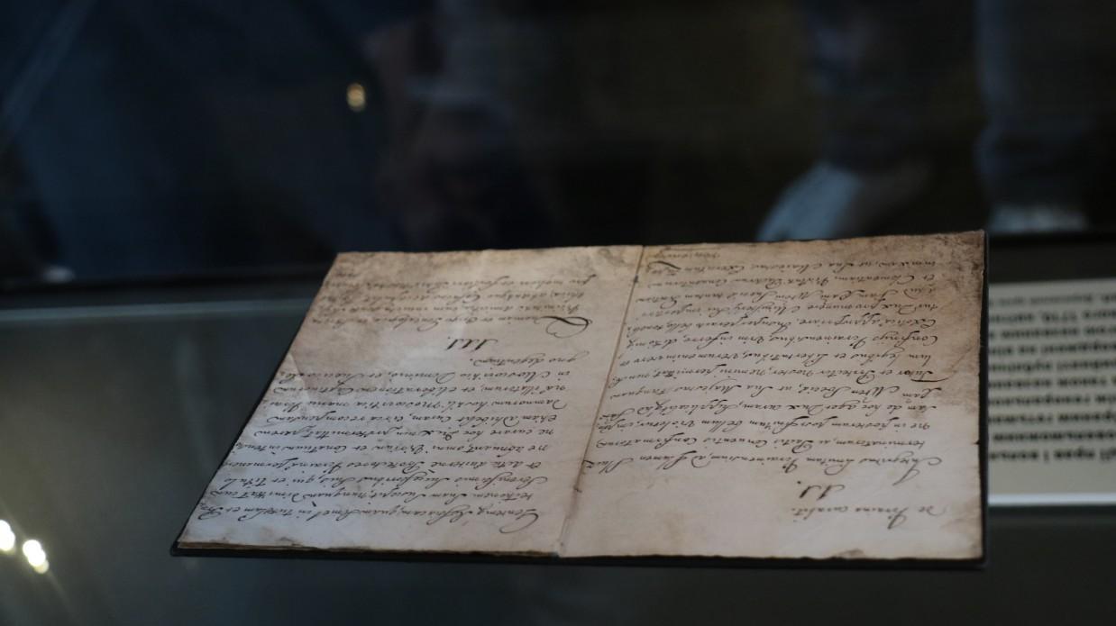 Написана рукою гетьмана: з'явилися перші фото Конституції Пилипа Орлика у Києві