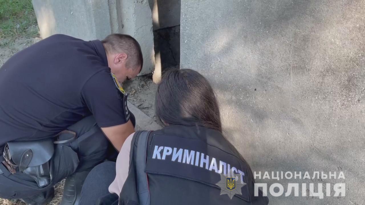 Розбив пляшку об голову та порізав: на Одещині чоловік намагався зґвалтувати дитину