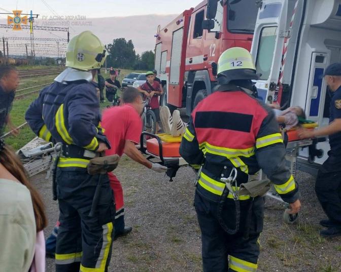 У Львівській області на вагоні-цистерні ударило струмом 14-літню дівчину
