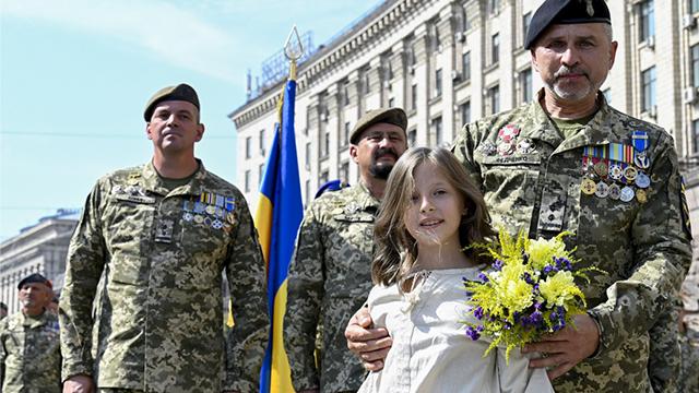 Що відомо про дівчинку, яка співала на параді до Дня Незалежності України