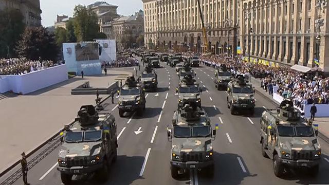 Танки, Javelin і Bayraktar: військова техніка взяла участь у параді до Дня Незалежності