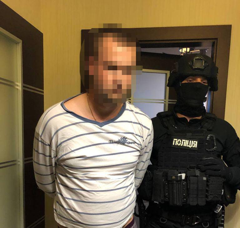 У Києві двоє поліцейських викрали чоловіка і вимагали в нього викуп (ФОТО)
