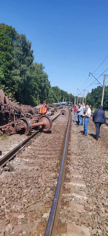 Аварія у Львівській області – вантажний потяг зійшов з рейок