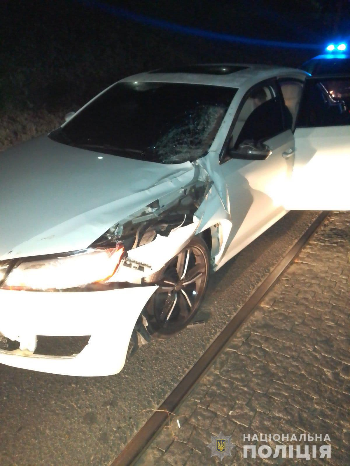 У Харкові автомобіль збив жінку на коні (ФОТО)