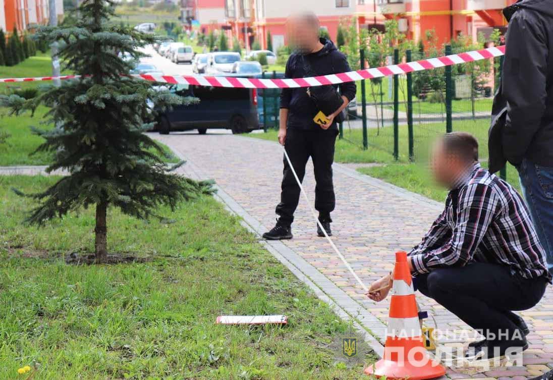 Новини Рівного: одному з братів-близнюків, які напали з ножем на жінку, повідомили про підозру