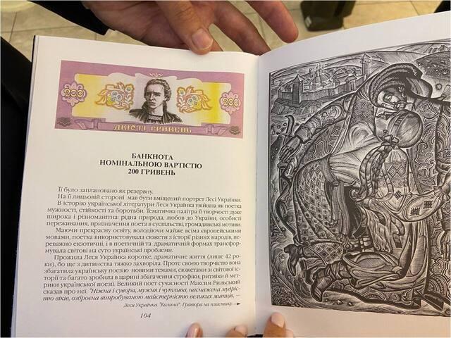Це ескізи В. Лопати. Фото з його книги «Надії та розчарування Або метаморфози гривні»