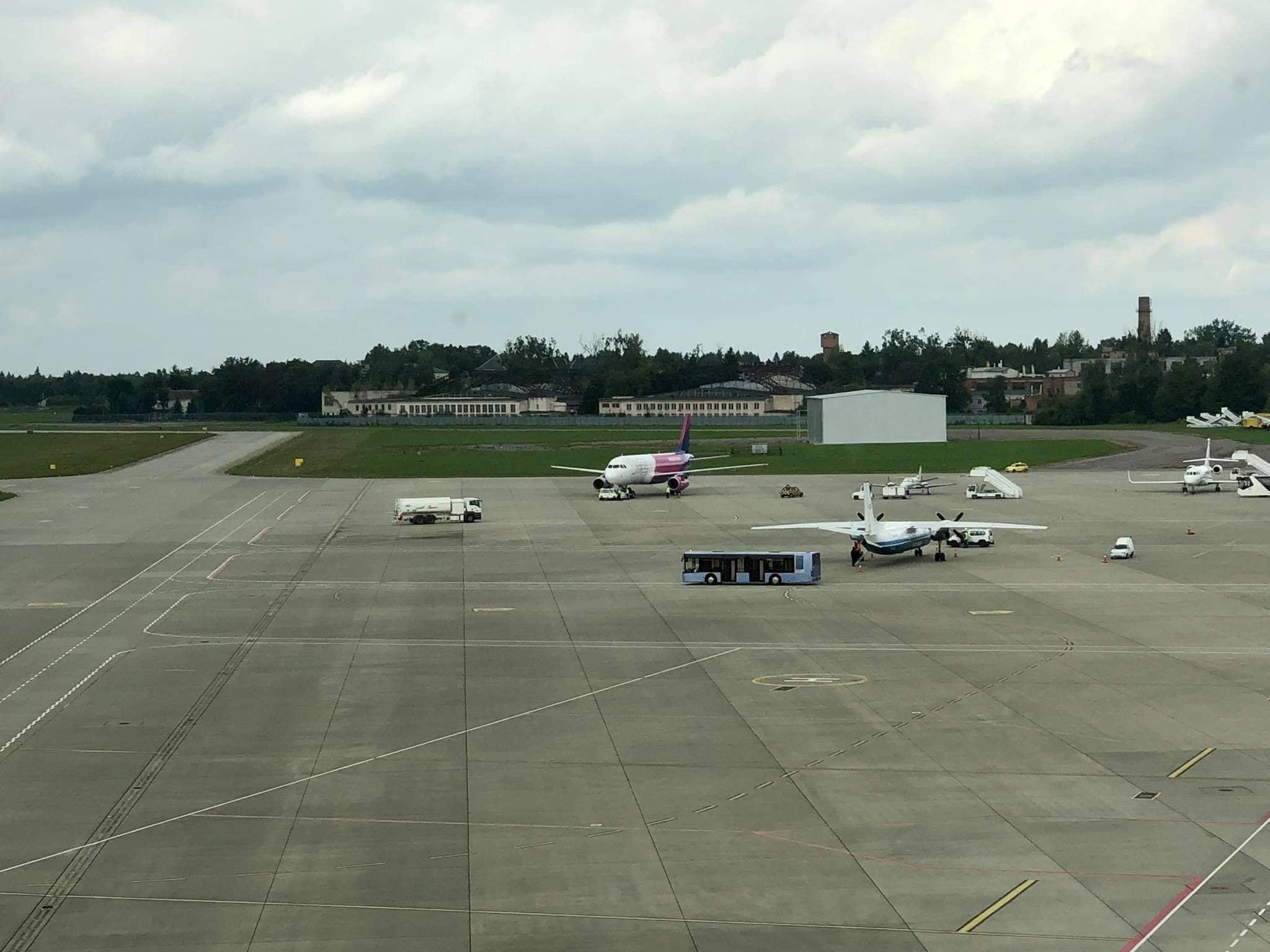 Літак Wizz Air здійснив екстрену посадку у Львові: що відомо