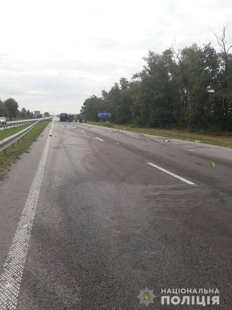 Від автобусу залишився лише каркас: на Житомирщині сталася серйозна ДТП