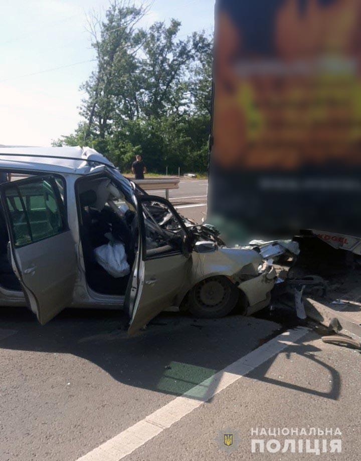 ДТП на Буковині – в аварії на трасі Доманове-Тереблече загинула вагітна жінка – фото і подробиці