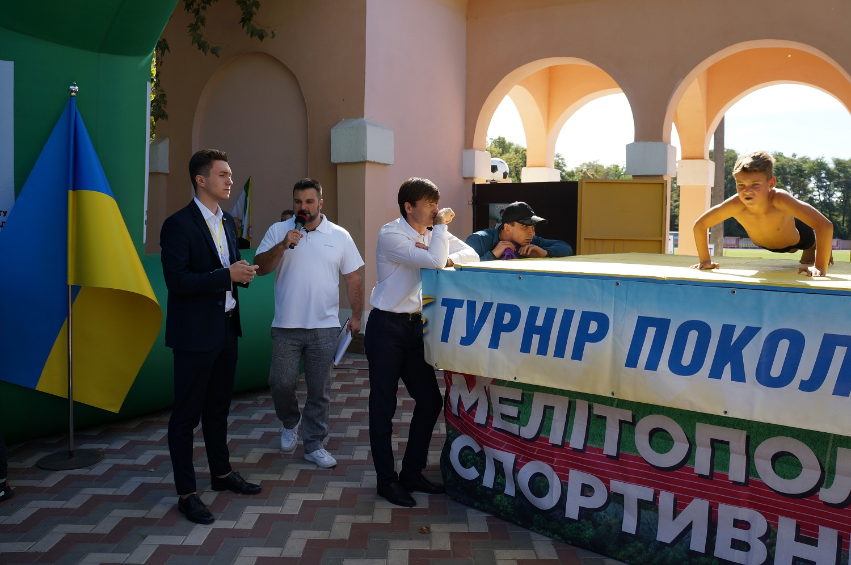 Рекорд України: 9-річний Артем Захаров зробив 1001 віджимання у Мелітополі (ФОТО, ВІДЕО)