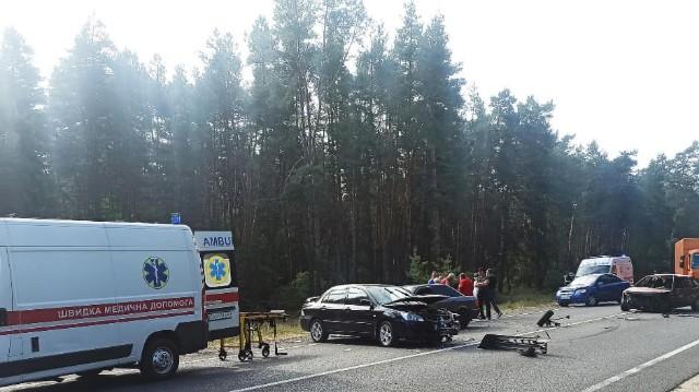 ДТП у Черкаській області – в аварію потрапило чотири автомобілі (фото)