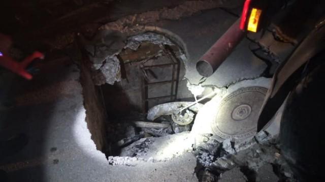Під Києвом у люк провалилась вантажівка – як тривала рятувальна операція (фото)