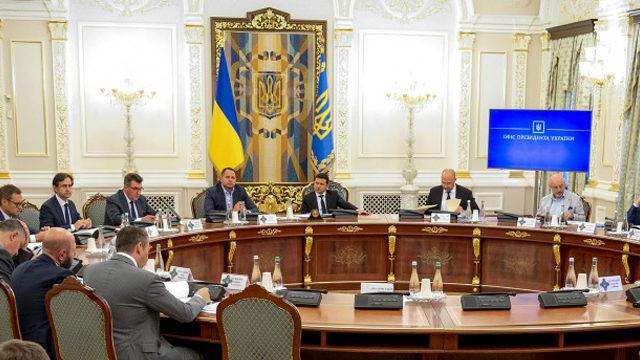 Нові санкції, система моніторингу олігархів і витрати на оборону: що розглянули на РНБО
