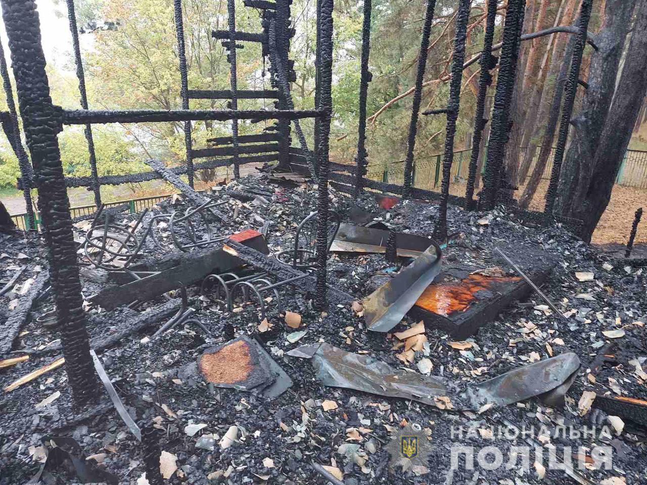 Під Харковом на базі відпочинку спалахнула пожежа: двоє постраждалих