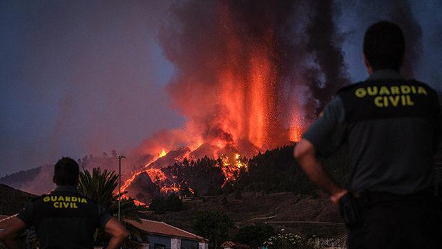 На Канарах посилилося виверження вулкана: місцевий аеропорт закрили