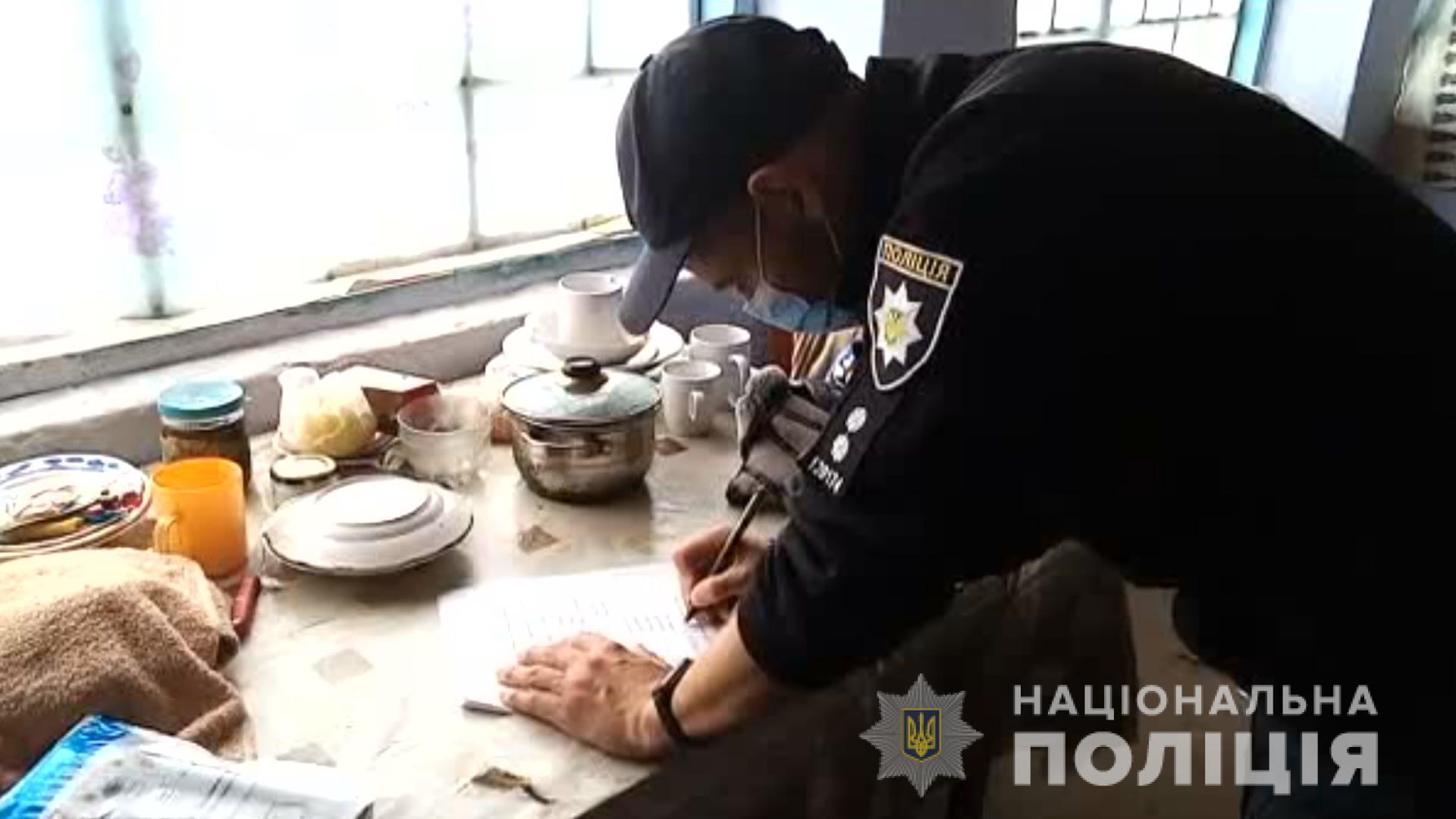 В Одеській області чоловік зарубав пенсіонерку сокирою посеред вулиці (ФОТО, ВІДЕО)
