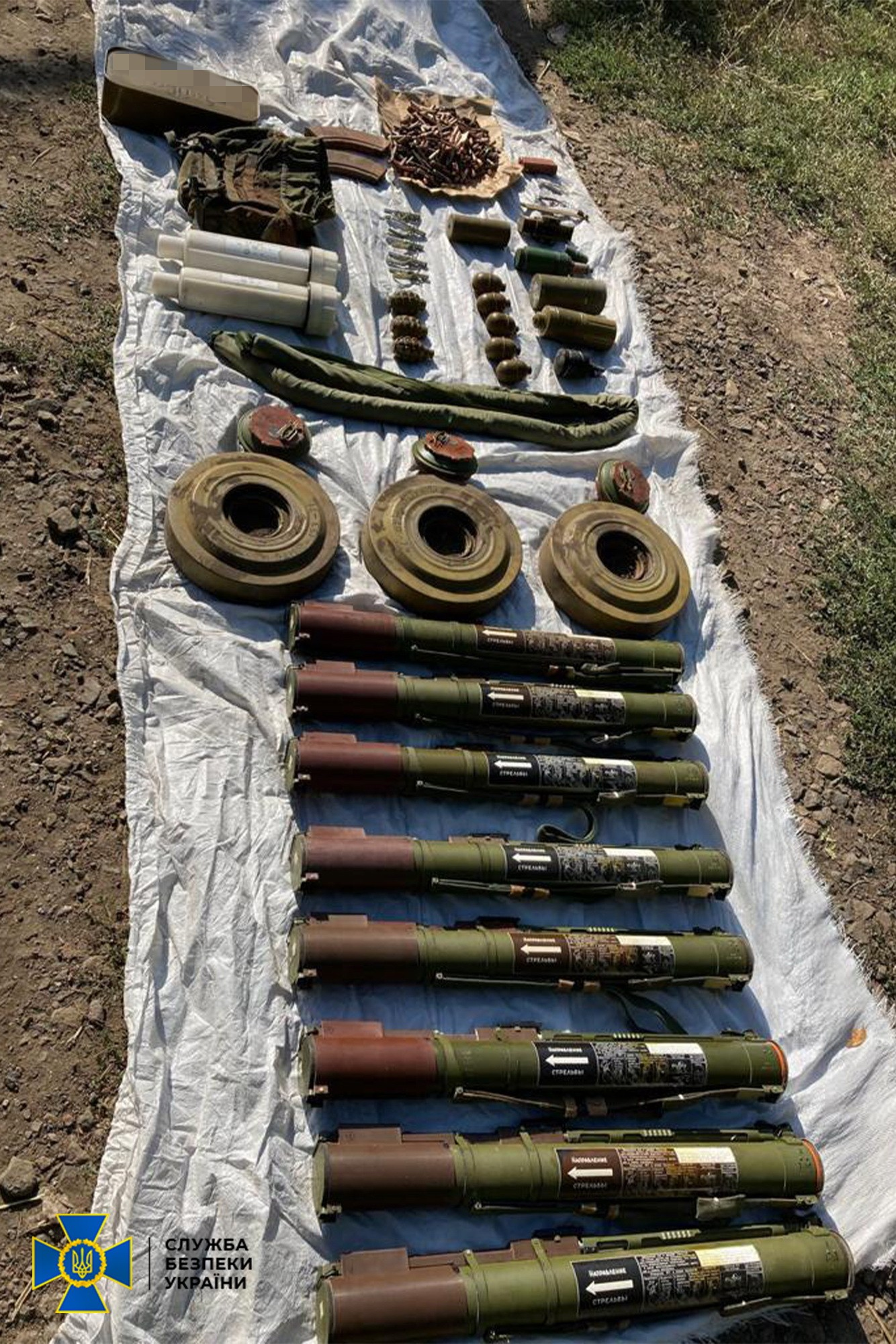 Готували теракти в Україні: на Донбасі виявили схрон бойовиків із вибухівкою