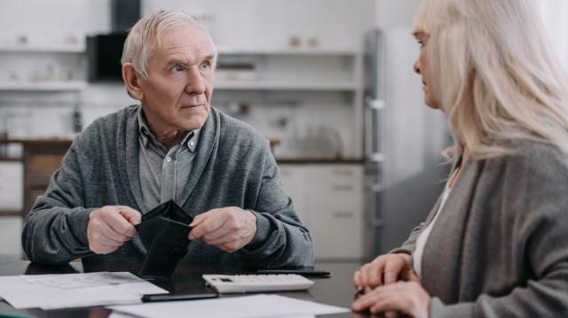 Від накопичувальної пенсійної системи виграють чиновники та компанії – економіст