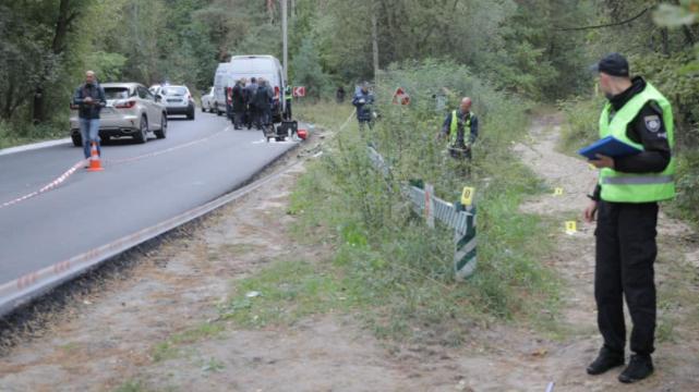 Задіяли металошукачі: оперативні заходи на місці замаху на Шефіра тривають