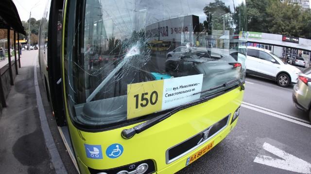 У Києві побили вікна маршруток