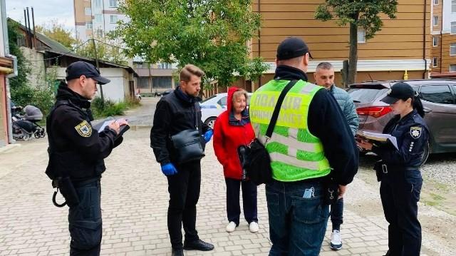 Напад на поліцейського в Івано-Франківську – скільки ножових поранень дістав правоохоронець (фото, відео)