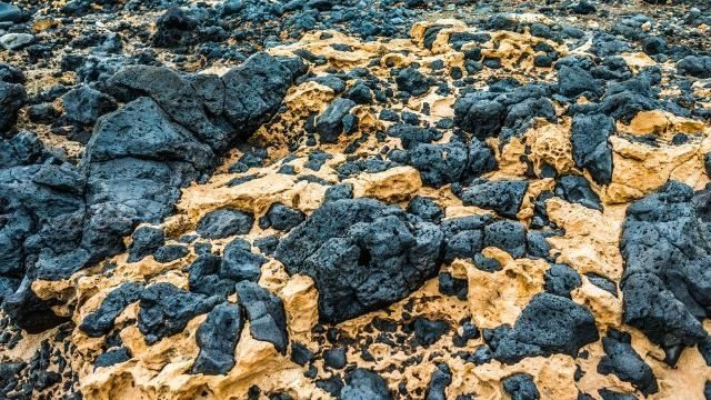 Виверження вулкана на Канарах: зруйновано 500 будинків, аеропорт відновив роботу