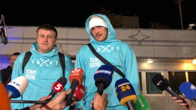 Александр Усик вернулся в Украину после боя с Джошуа