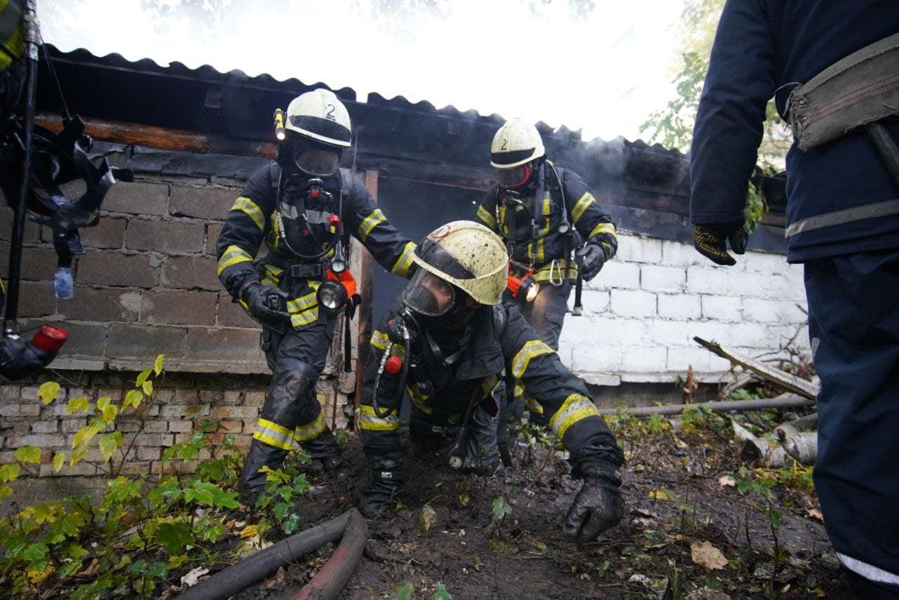 Пожежа у Києві – перші подробиці пожежі біля Інституту урології (ФОТО)