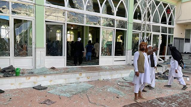 Мечеть у Кандагарі атакували чотири терористи-смертники: понад 30 осіб загинули