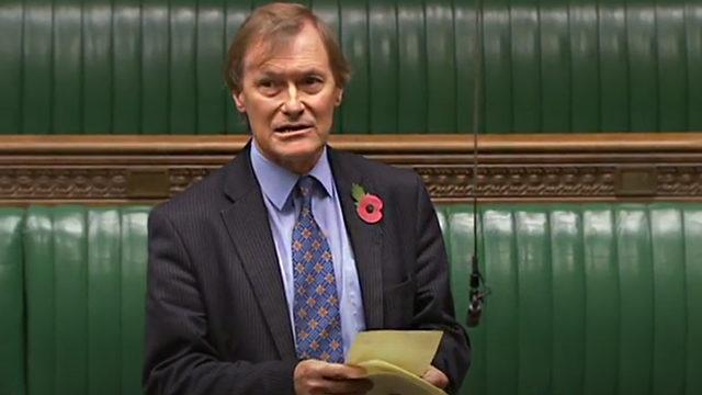 На британського депутата Девіда Емесса напали з ножем у церкві – він помер у лікарні