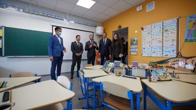 Зеленський оглянув модернізовану школу в Маріуполі: її відремонтували за програмою Велике будівництво