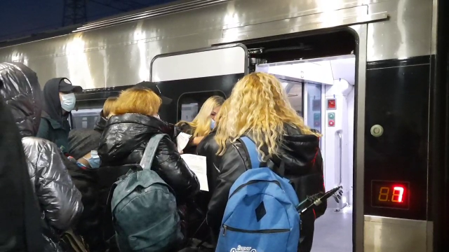 Всі протестовані та з сертифікатами: як відбувається посадка на потяги за новими правилами