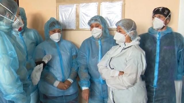 Пацієнти лежать у коридорах, а лікарі падають з ніг: ситуація з Covid-19 на Одещині